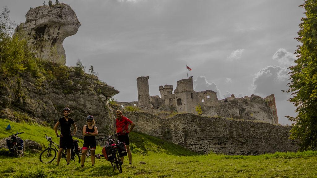 zamek ogrodzieniec, podzamcze, pielgrzymka do częstochowy